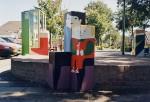 Jo Klingers - Moeder en kind - baksteen  hout 2000 - onderdeel van een kunstwerk in de openbare ruimte in Annen